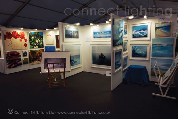 lighting system, lighting systems at an exhibition at 'Windsor Arts Fair', panels creating an exhibition space for artists, lighting in a marque. (painting, photos, artists print, fashion)